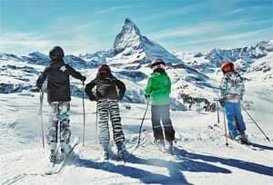 Die neue XXL-Skibekleidung wird nicht nur größer und länger, sondern auch bunter