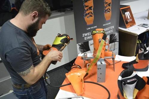 Skischuhe nach Maß - Beim sogenannten Bootfitting bekommt jeder seinen eigenen Skischuh angefertigt... mit Passgarantie