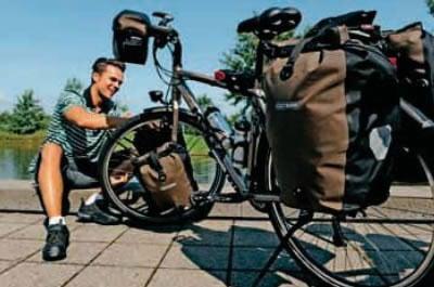 Ein richtig bepacktes Reiserad: Schweres sollte in die hinteren Packtaschen – am besten nach unten –, leichteres Gepäck kann in die Lowrider-Taschen nach vorne und alles Wichtige in die Lenkertasche.