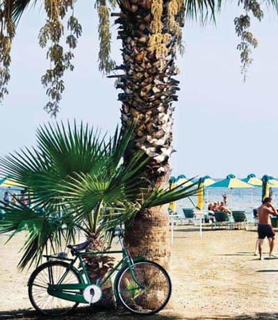 Die zyprische Küste bietet traumhafte Strände. In den Herbst- und Wintermonaten sind die Temperaturen ideal zum Radfahren.