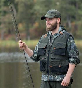 Fischer mit Weste
